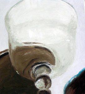 Glasgefäß auf schrank